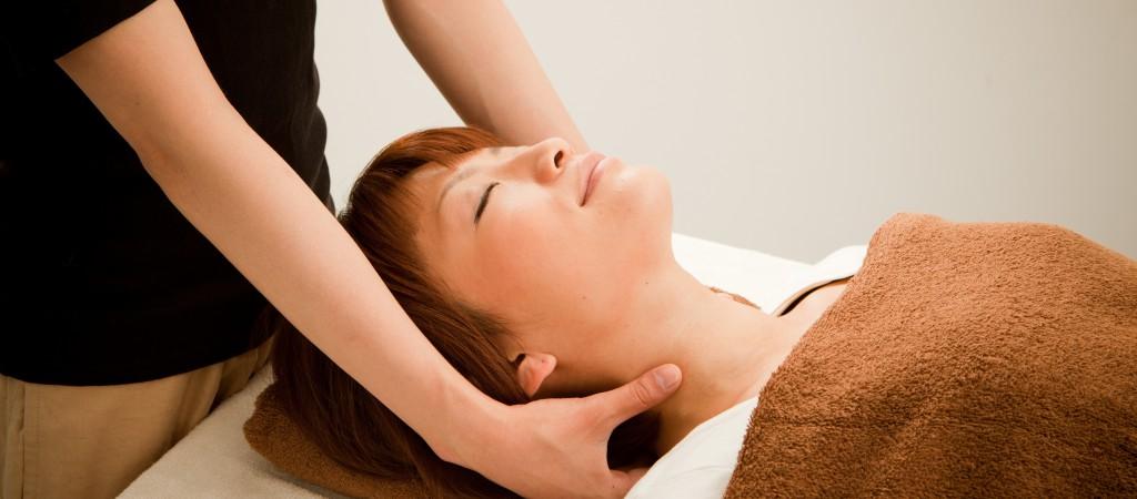 首の痛みや手のしびれに効果的な整体